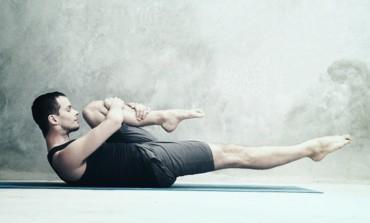 Вправа розтягування ніг почергово (One Leg Stretch)