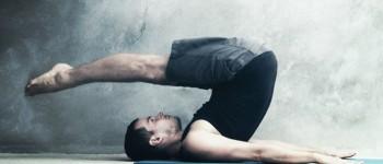Вправа скручування ніг за голову (Rollover)