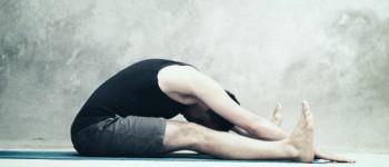 Вправа розтягування спини вперед (Spine Stretch)
